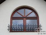 stylowe okno łukowe